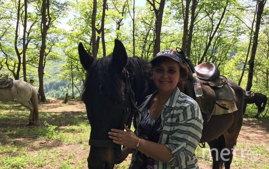 """Первыий раз в седле, моего коня звали Банкир, он очень любит яблоки и булку. Фото Полина Плотникова, """"Metro"""""""