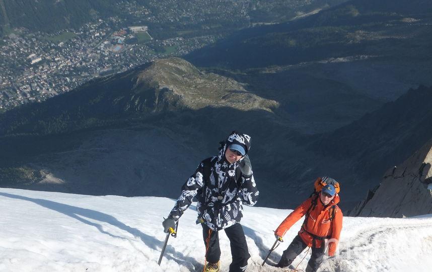 Лебедев Борис. В августе я с внуком (14 лет) и сыном (на фото) в Альпах совершил восхождение на вершину Монблан Такул (4280 м). Внук полюбил горы, и я этому очень рад.
