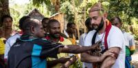 Потомок Миклухо-Маклая побывал у папуасов и стал воином