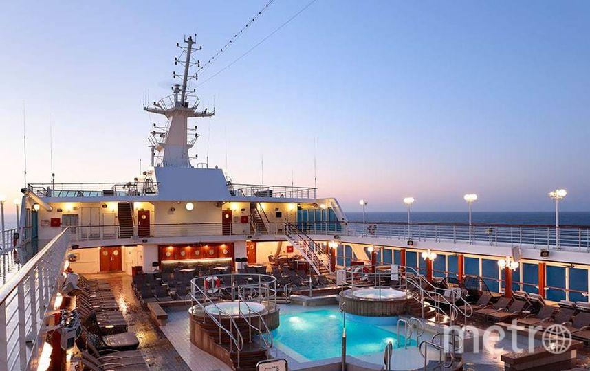 Фотография лайнера Azamara Quest, отправившегося в секс-круиз Desire Cruise.