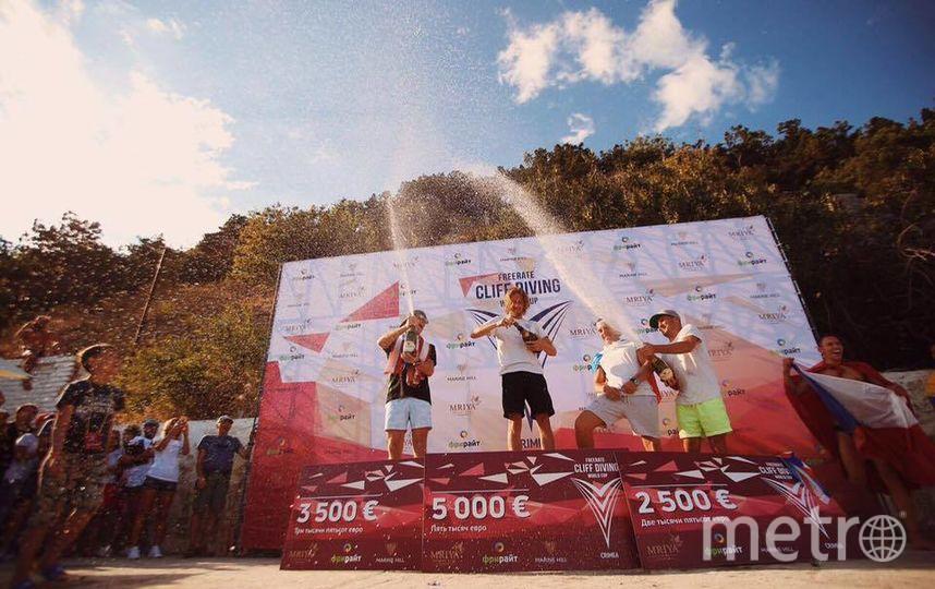 Шестикратный чемпион мира Хант выиграл в Ялте, а Сильченко и Олдридж разделили третье место. Фото facebook.com/Freeright-Cliff-Diving-World-Cup