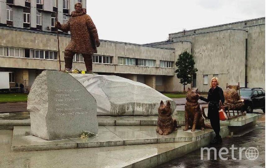 Петербуржцы с удовольствием делают фото у памятника полярникам. Фото https://www.instagram.com/malishkabusinka/
