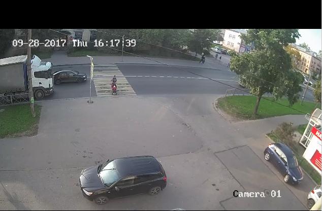 Родители могут наблюдать, как ребенок переходит дорогу. Фото https://vk.com/krasnoe_selo