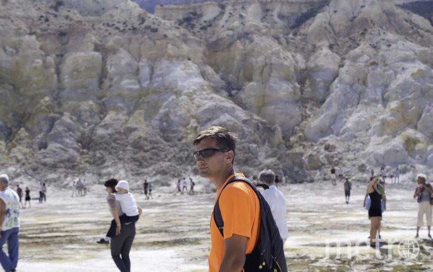 Летом мы с мужем в Греции погуляли по кратеру вулкана. Непередаваемые ощущения. Все вокруг кипит, бурлит , земля горячая под ногами... красота. Фото Афонина Александра