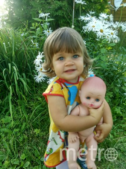 Наша долгожданная девочка, наш прекрасный ангелочек провела лето на даче:) вот такое солнечное фото с любимой Лялей. Фото Афонина Александра