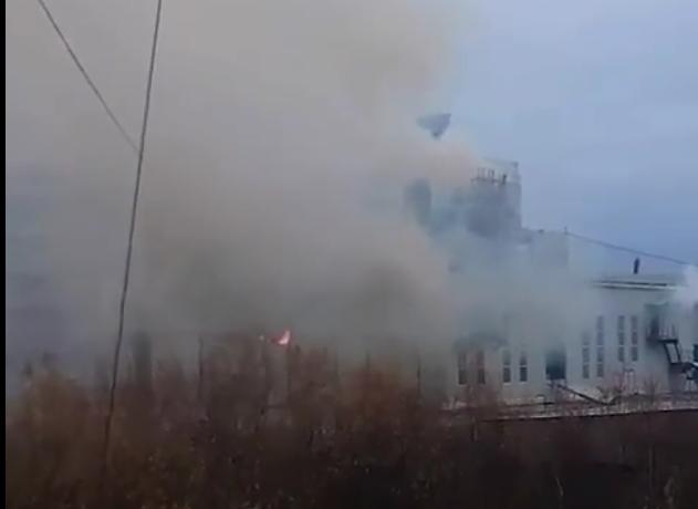 В Якутске сотни домов остались без электричества из-за пожара на станции. Фото Все - скриншот YouTube