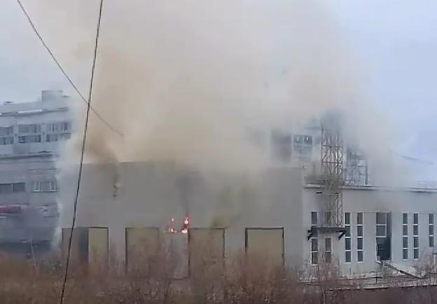 В Якутске сотни домов остались без электричества из-за пожара на станции.