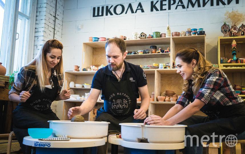 Девушки в гончарной школе. Фото Юрий Богомаз