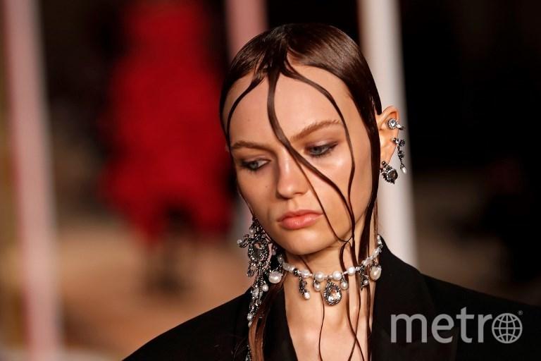 Показ модного дома Alexander McQueen в Париже. Фото AFP