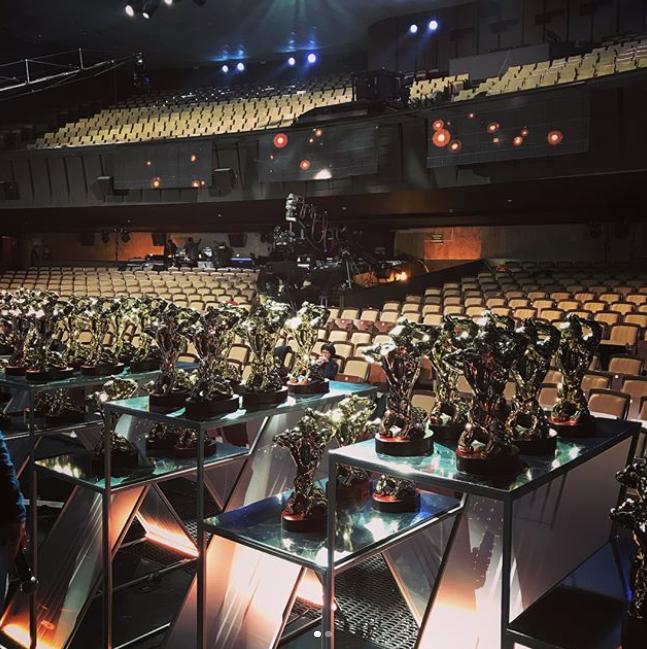 Статуэтки бронзового Орфея ждут своих обладателей на нашей сцене. Фото Instagram @teamuz