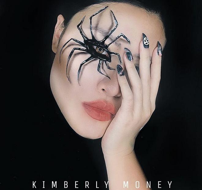 Кимберли Мани - бьюти-блогер.