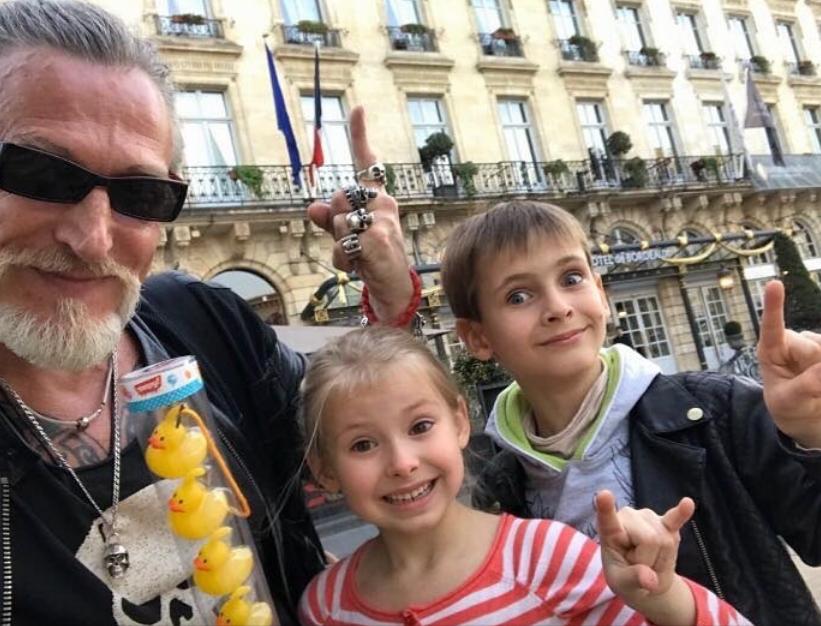 Никита Джигурда с детьми, фотоархив.