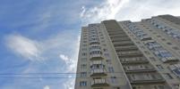 Юная девушка выпала с 17 этажа высотки на Юкковском шоссе в Петербурге
