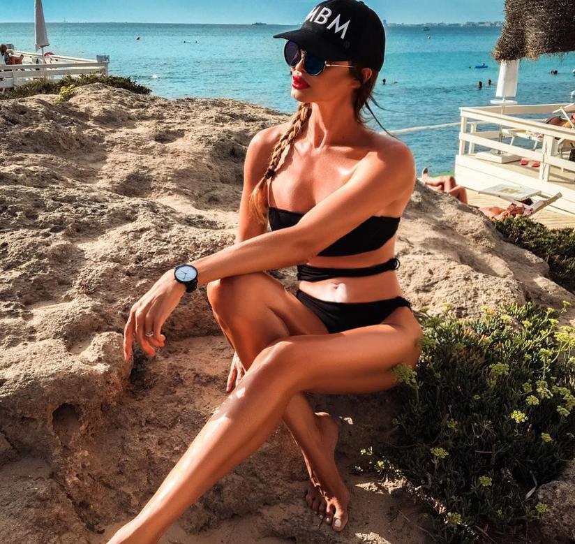 Самой сексуальной женщиной Instagram стала 49-летняя бабушка.