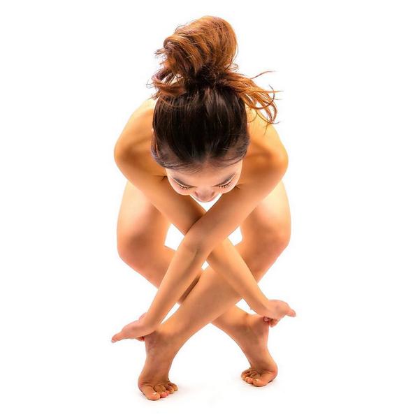 Голая йога. Фото Instagram/saho_yoga