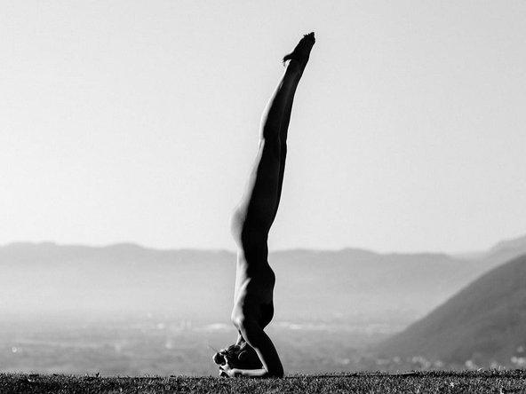 Голая йога. Фото Instagram/nude_yogagirl