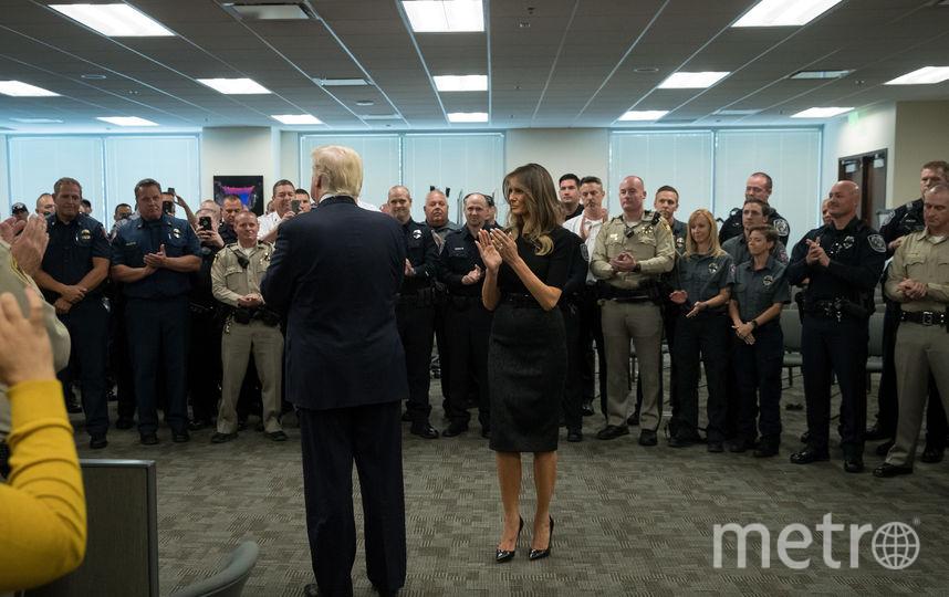 Меланию Трамп критикуют за солнцезащитные очки ночью. Фото Getty