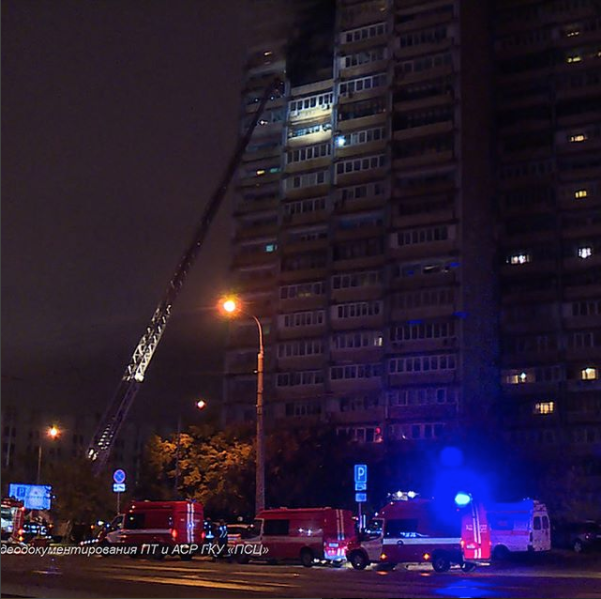 Впроцессе тушения пожара вквартире насеверо-западе столицы спасены 6 человек