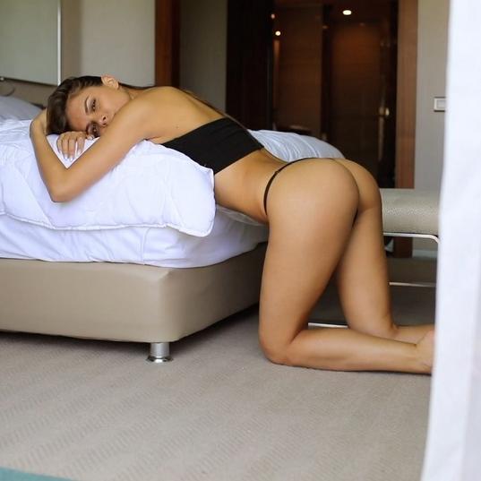 Вики Одинцова показала, что у нее под комбинезоном. Фото Скриншот/Instagram: viki_odintcova
