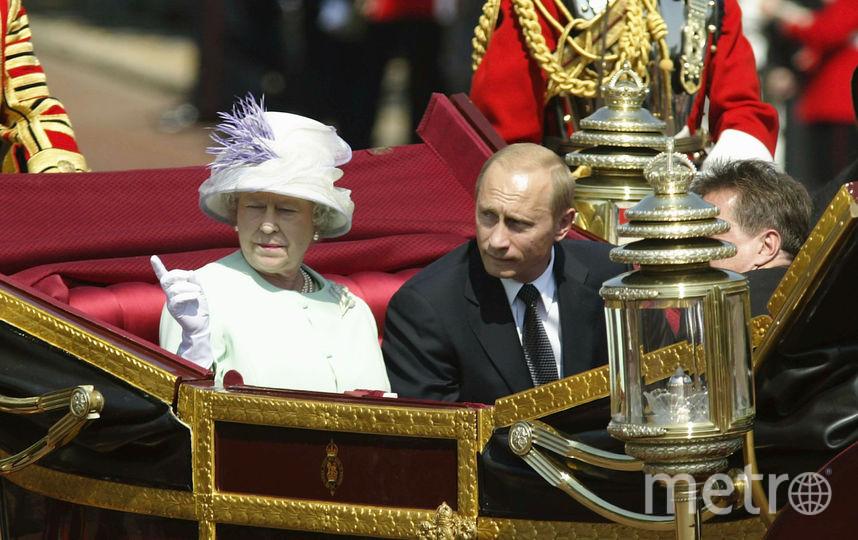 С британской королевой Елизаветой II, 2003 год. Фото Getty