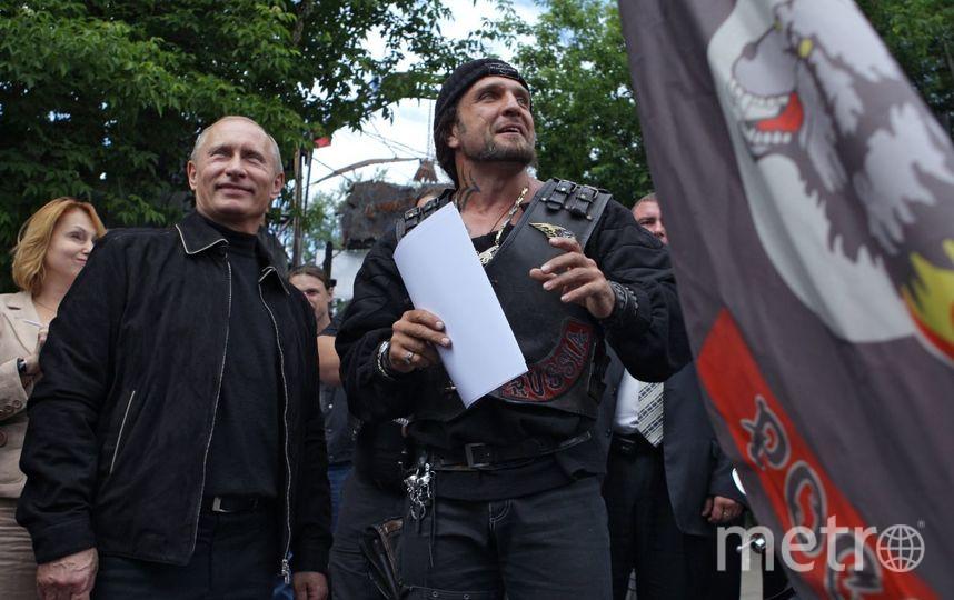 Владимир Путин и байкер Александр Хирург Залдастанов. Фото vk.com/hirurgnw, vk.com