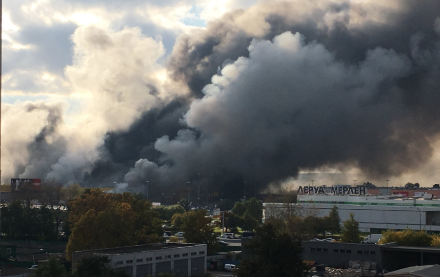 Крупный пожар в Москве. Фото Twitter @Lizi_Rybkina