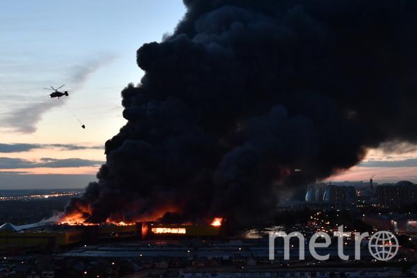 Пожар на строительном рынке в Подмосковье. Фото РИА Новости
