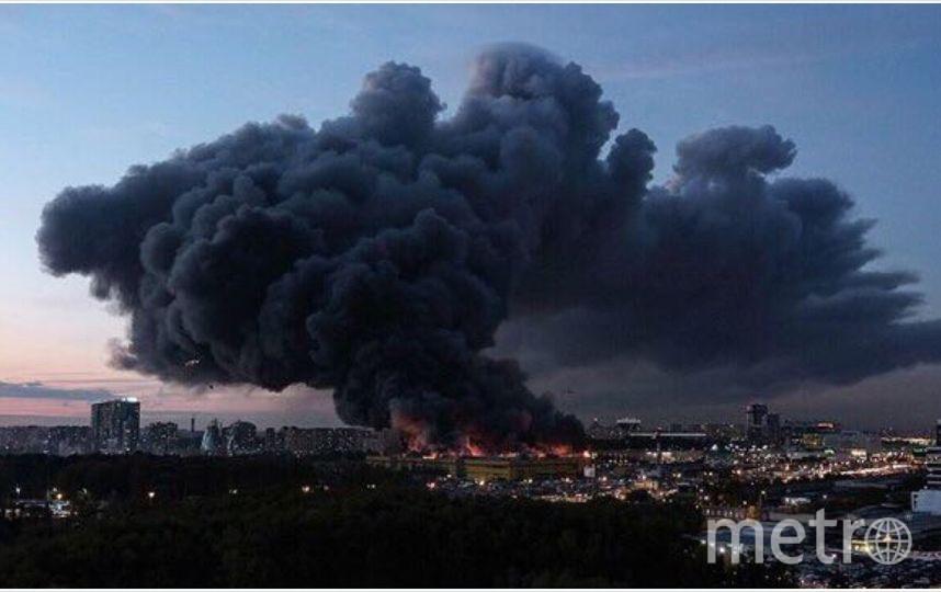 """Пожар на строительном рынке в Подмосковье. Фото Telegram-канал """"Москва 360"""""""