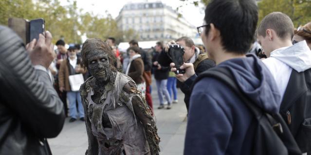 """Зомби-парад"" в Париже."