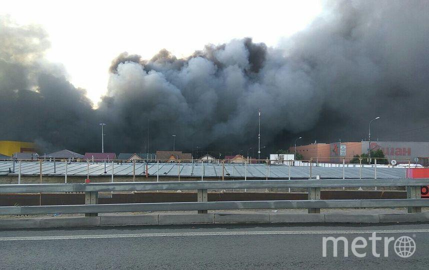 Пожар на строительном рынке в Подмосковье. Фото Twitter @KurilkaRUS