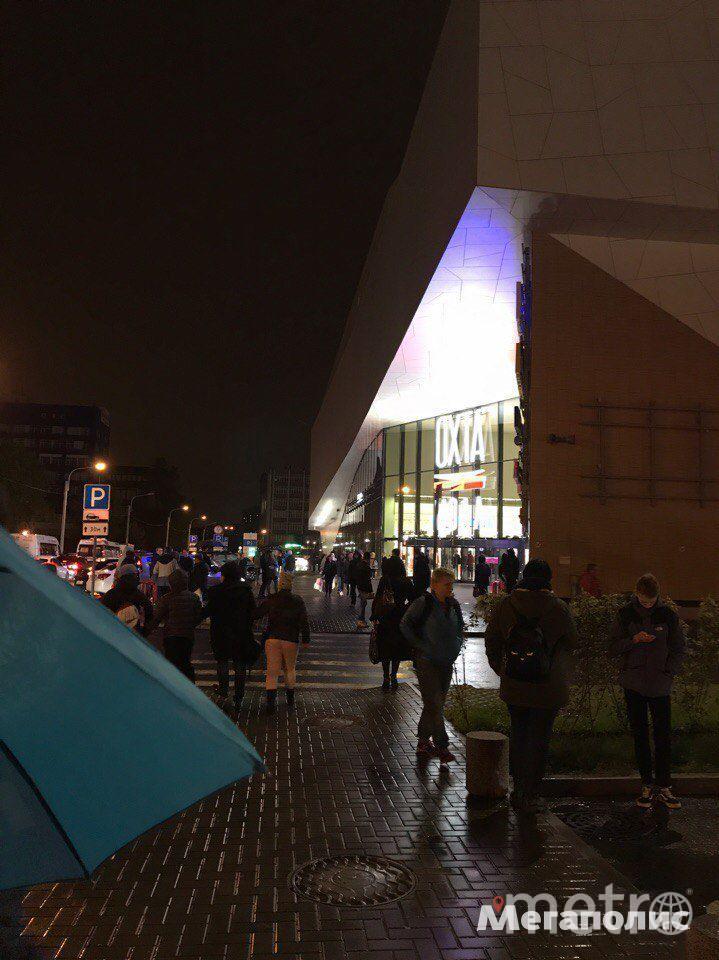 В Петербурге эвакуировали сразу несколько крупных торговых центров. Фото все - megapolisonline.ru