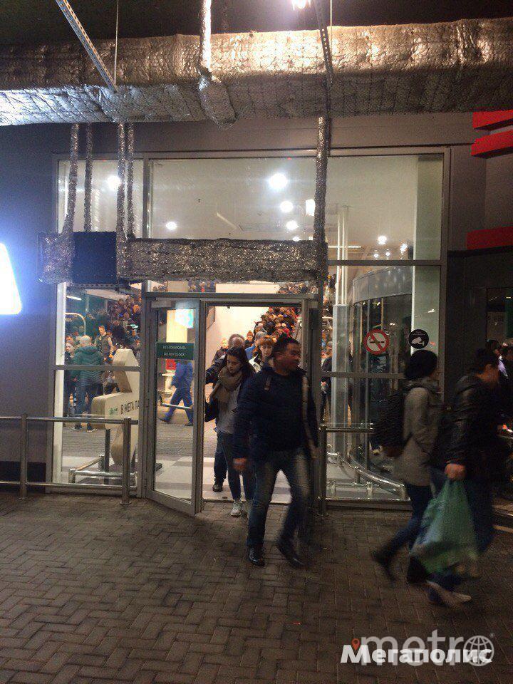 В Петербурге эвакуировали сразу несколько крупных торговых центров.
