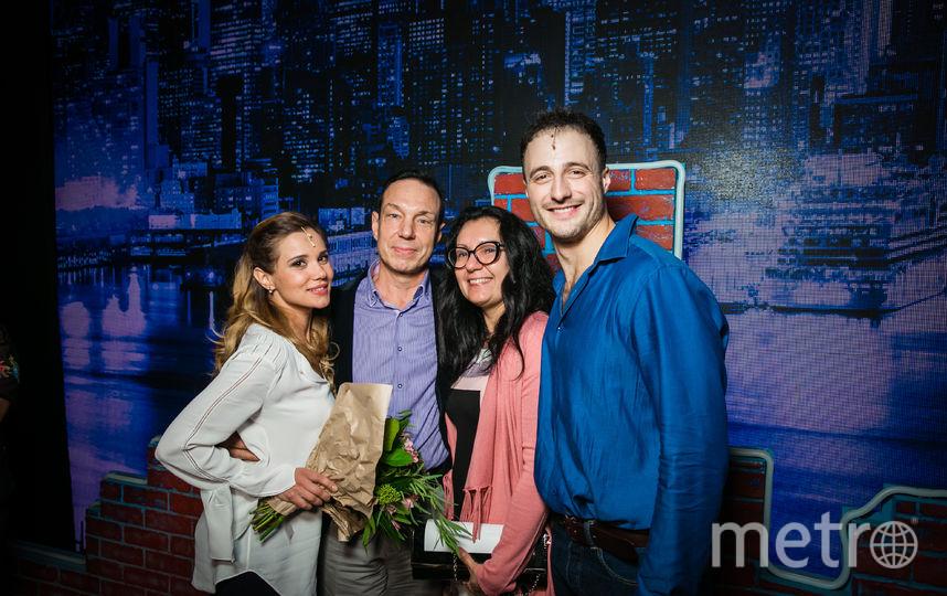 Актёры Галя Безрук и Павел Лёвкин сфотографировались с Алексеем и Татьяной. Фото все: Стейдж Энтертейнмент