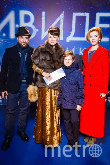 "Нонна Гришаева с семьёй. Фото ""Metro"""