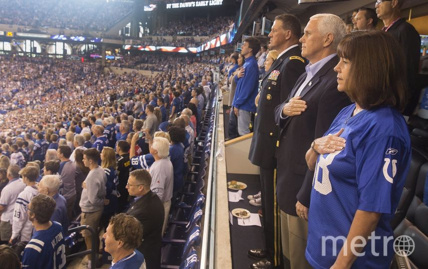 Вице-президент США Майк Пенс на скандальном матче. Фото AFP