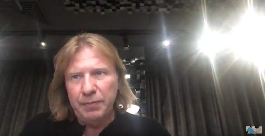 "Дробыш извинился перед Бузовой и позвал на ""Фабрику звёзд"". Фото Скриншот Youtube"