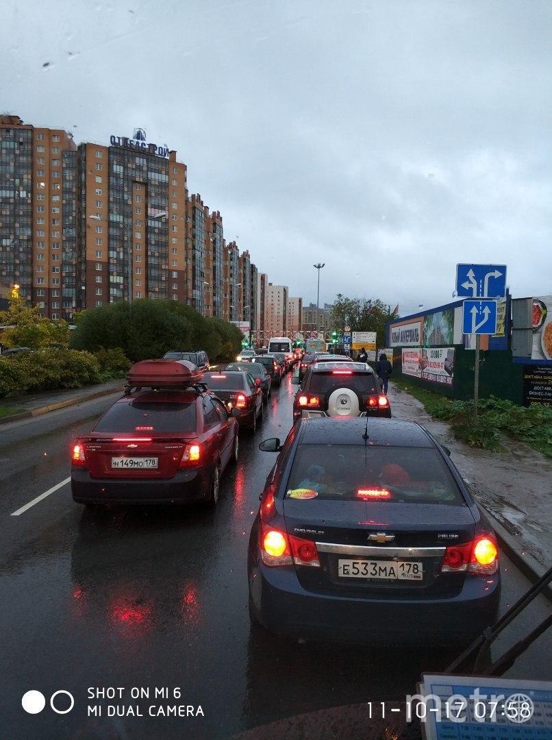 ДТП в Петербурге. Стоят Кудрово и Мурино. Фото vk.com