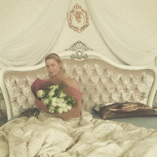 Волочкова снова сделала голое фото в постели.