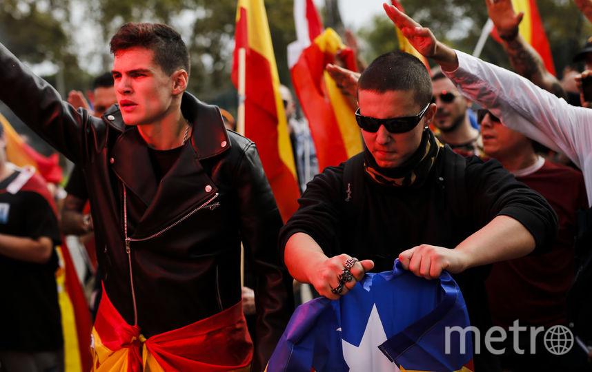 ВБарселоне проходит демонстрация вчесть государственного  дня Испании