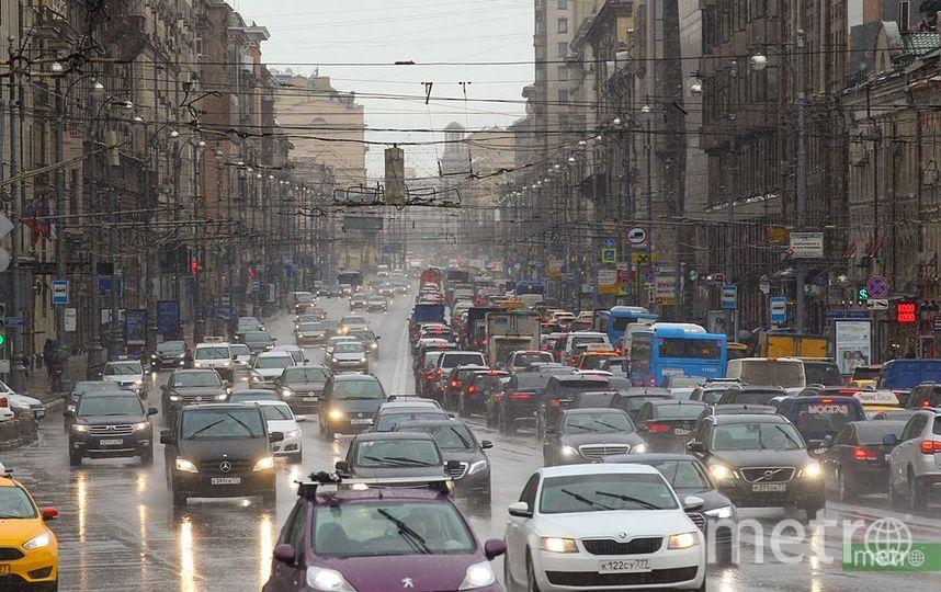 В связи с Фестивалем молодёжи улицы в центре Москвы перекрыли. Фото Василий Кузьмичёнок
