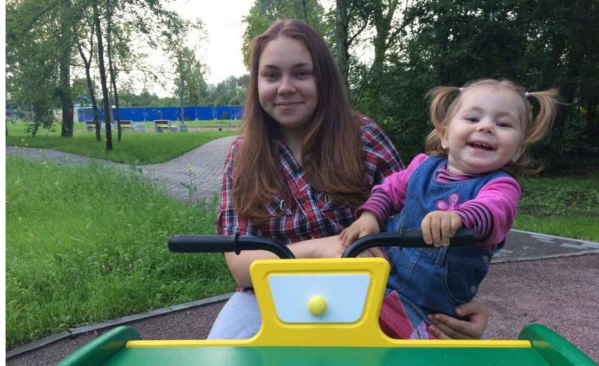 Девочка, упавшая с трапа вместе с бабушкой в Пулково, погибла. Фото Фото предоставлено Дарьей Кобылецкой.