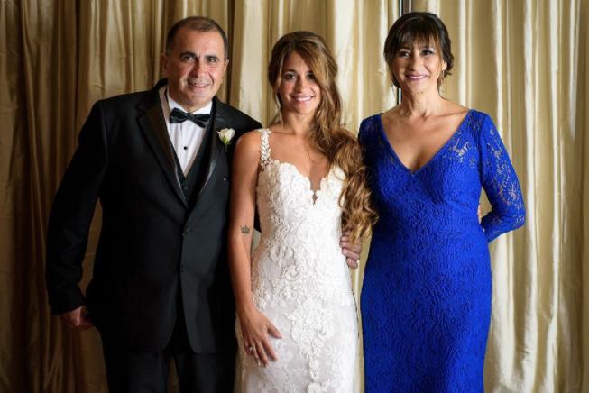 Семья Месси. Фото Instagram @antoroccuzzo88