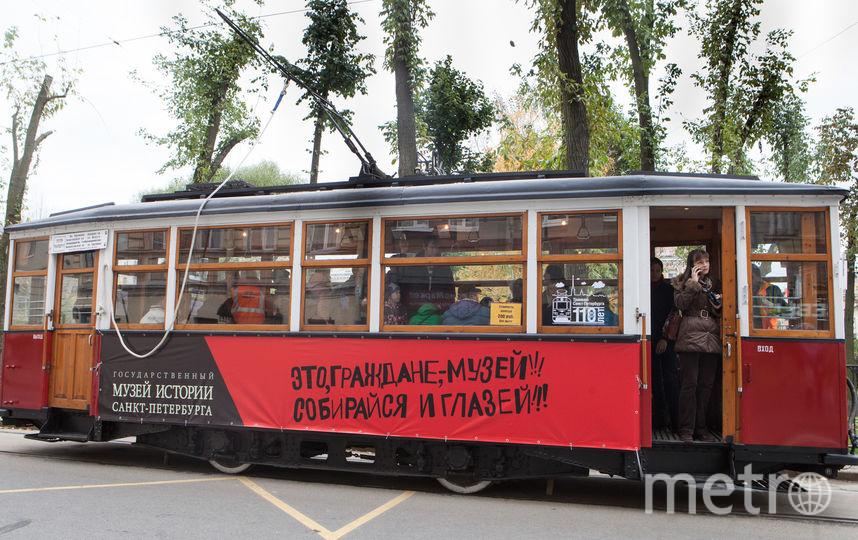 В Петербурге начал работать ретротрамвай.