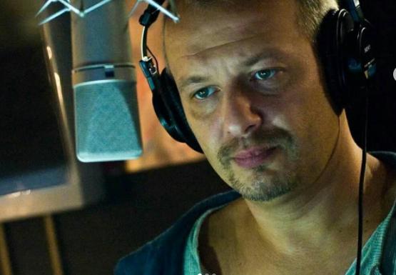 """Умер актер Дмитрий Марьянов. Фото Кадр из фильма """"День радио"""", скриншот Youtube."""