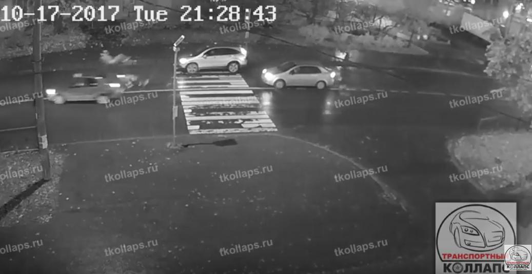 В Красном Селе сбили пешеходов: от сильного удара мужчины подлетели в воздух.