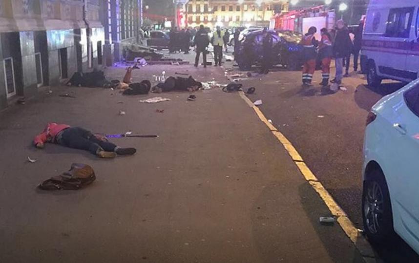 Смертельное ДТП в Харькове: перевернувшаяся иномарка вылетела на прохожих.