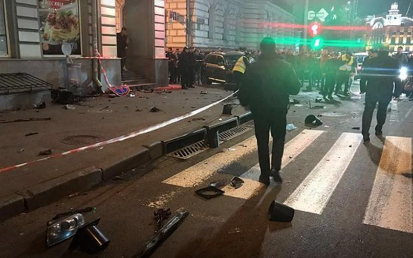 Смертельное ДТП в Харькове: перевернувшаяся иномарка вылетела на прохожих. Фото скриншот Facebook