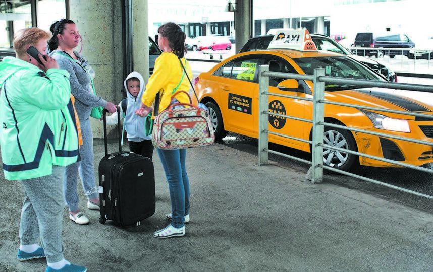 Питерские таксисты не хотят ехать в Пулково. Фото Евгений Степанов, Интерпресс