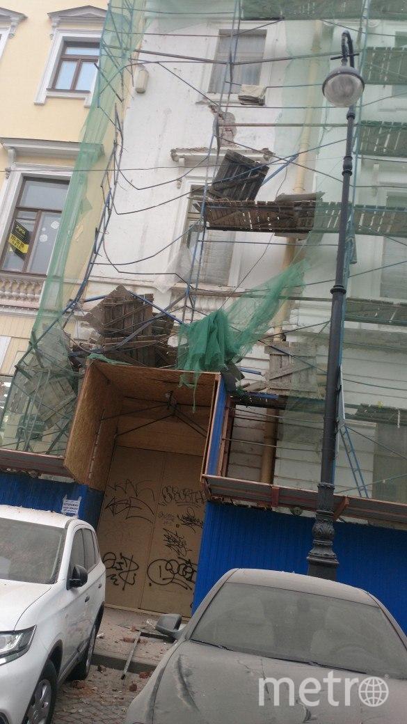 В Петербурге обрушились строительные леса на Итальянской улице. Фото ДТП и ЧП | Санкт-Петербург | Питер Онлайн | СПб, vk.com