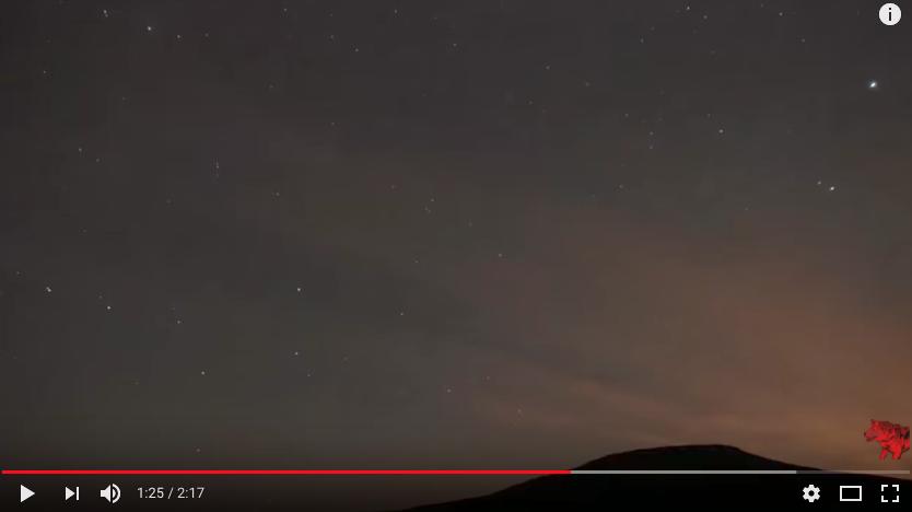 Москвичи смогут наблюдать звездопад 21 и 22 октября. Фото скриншот https://www.youtube.com/watch?v=rvJQ-U6Ounk